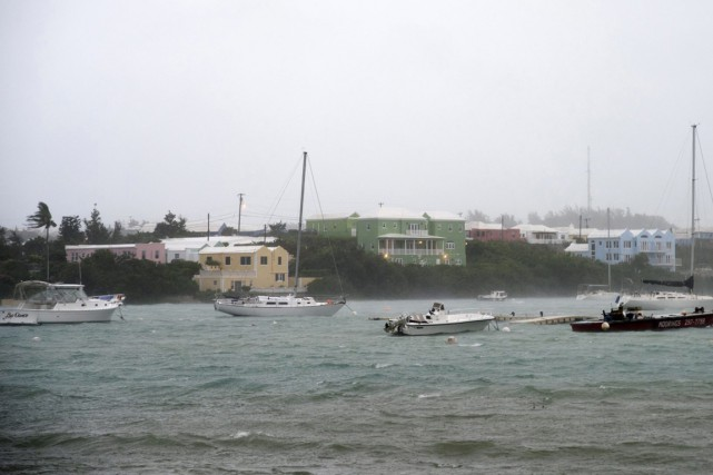 Une pluie violente et des vents puissants s'abattent... (photo Mark Tatem, AP)