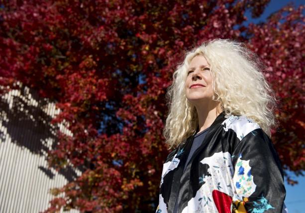 L'auteure Michèle Plomer... (Photo Spectre Média, Jessica Garneau)