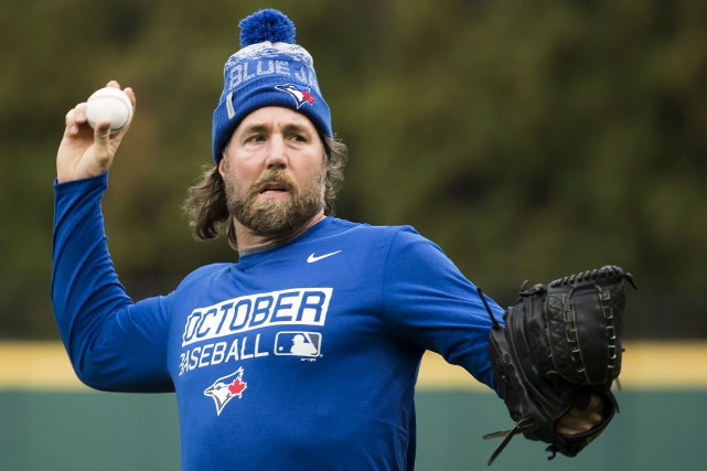 Le lanceur R.A. Dickey... (PHOTO Nathan Denette, PC)