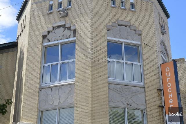 Les pierres taillées qui ornent la façade représentent... (Le Soleil, Yan Doublet)