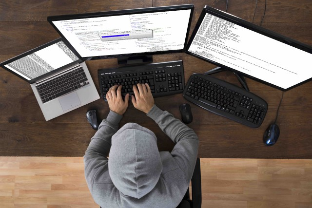 Des pirates informatiques ont pris en otages les... (123RF/Andriy Popov)