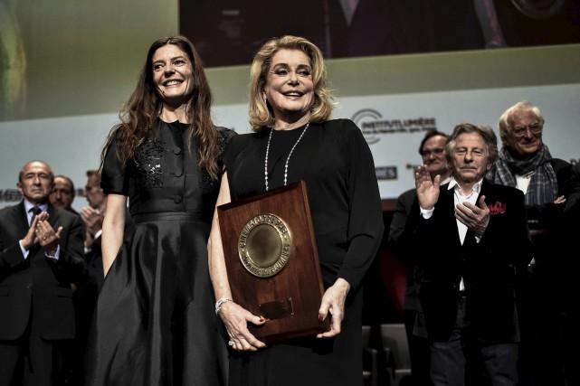 L'actrice française Catherine Deneuve était accompagnée de sa... (AFP, JEFF PACHOUD)
