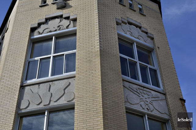 Les pierres taillées intégrées dans la façadereprésentent divers... (Photothèque Le Soleil, Patrice Laroche)