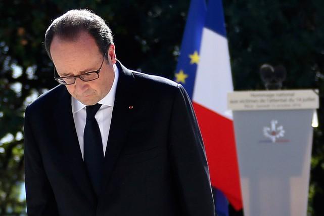 Le président français François Hollande a rendu hommage... (Photo Eric Gaillard, AP)