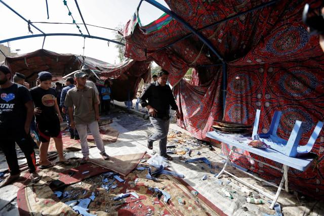 Un kamikaze est entré dans une tente funéraire... (Photo Ahmed Saad, REUTERS)