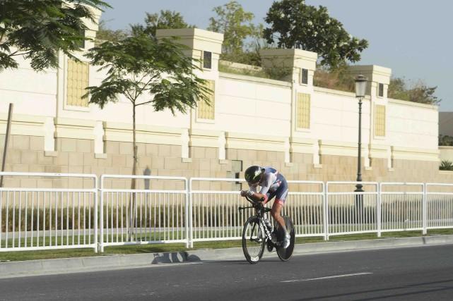 Le Britannique Stephen Cummings lors du contre-la-montre individuel... (AFP, Khaled Desouki)
