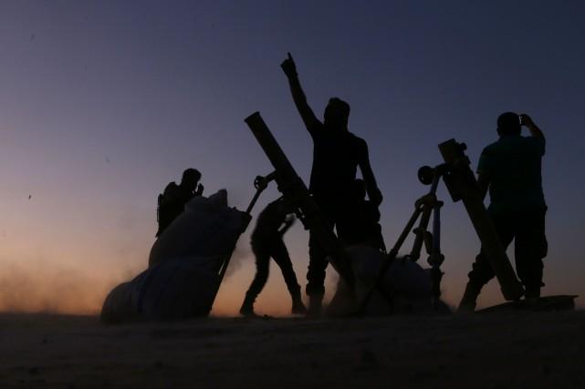 Des combattants de l'Armée syrienne libre célèbrent leur... (Photo Nazeer al-Khatib, Agence France-Presse)