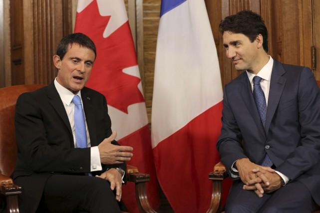 Le premier ministre français, Manuel Valls, (à gauche)... (Archives, AFP)