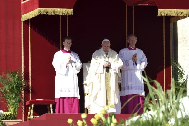 Le pape Françoisa canonisé sept personnes, dimanche.... (AFP, Andreas Solaro)