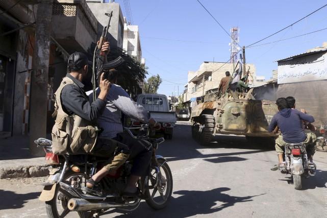 Des rebelles soutenus par la Turquie célébraient dimanche... (AFP, Nazeer al-Khatib)