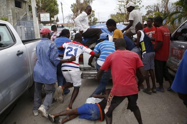 À Les Cayes, une des villes haïtiennes les... (AP, Rebecca Blackwell)