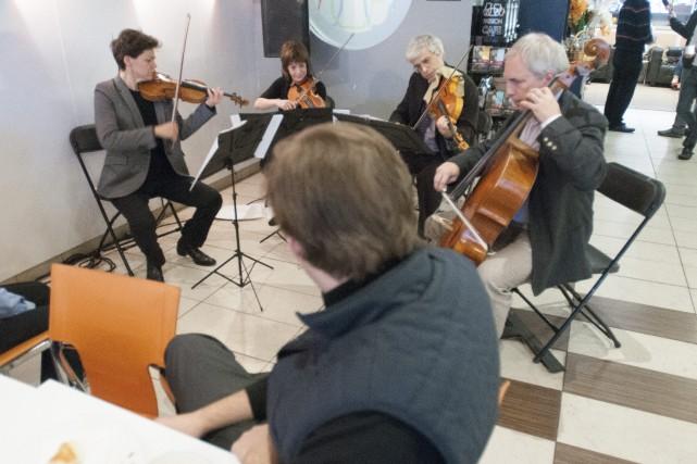 Saguenay (Chicoutimi), quatuor alcane chez passion cafe....