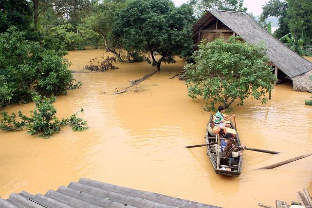 Des images aériennes des zones inondées montrent des... (PHOTO AGENCE FRANCE-PRESSE/VIETNAM NEWS AGENCY)