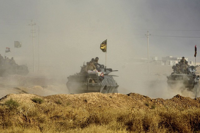 Des blindés irakiens progressaient lundi près de Al-Choura,... (AFP, Ahmad Al-Rubaye)