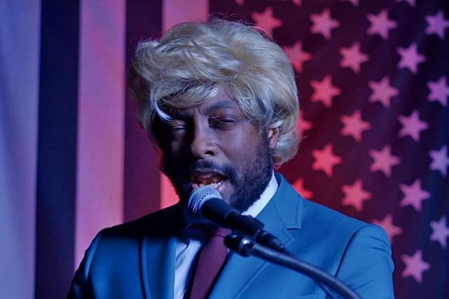 will.i.am parodie Donald Trump dans une vidéo satirique.... (CAPTURE D'ÉCRAN)
