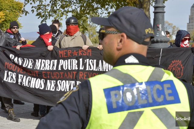 La confrontation survenue samedi à Québec entre le... (Le Soleil, Jean-Marie Villeneuve)