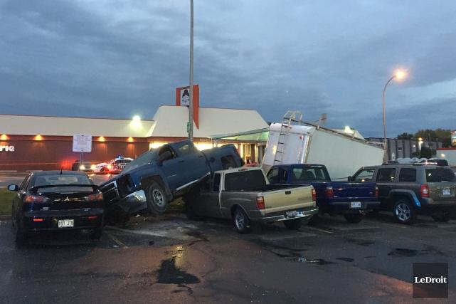 Cinq personnes ont été blessées après la sortie... (Patrick Woodbury, LeDroit)