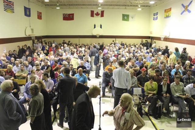 Plus de 375 citoyens de L'Orignal ont démontré... (Martin Brunette, LeDroit)