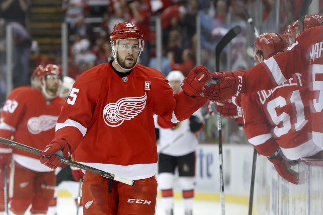 Le défenseur des Red Wings, Mike Green, est... (Paul Sancya, Associated Press)