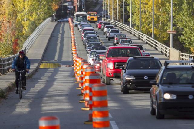 Autour de 17h lundi, la file de véhicules... (Spectre Média, René Marquis)