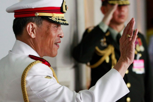 Le prince héritier Maha Vajiralongkorn... (PHOTO SUKREE SUKPLANG, ARCHIVES REUTERS)