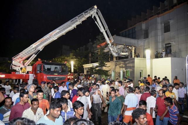 Le feu s'était déclaré lundi soir dans le... (Photo Agence France-Presse)