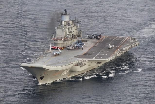 Le porte-avions Amiral Kouznetsovet sept autres bâtiments ont... (AFP, Forsvaret)