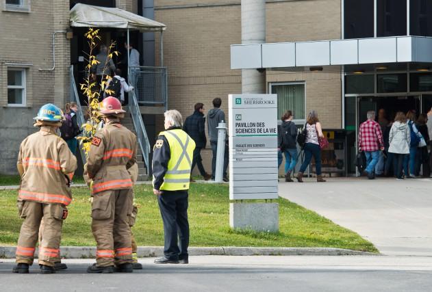 Le pavillon des sciences de l'Université de Sherbrooke a été évacué, mardi... (Spectre Média, Jessica Garneau)