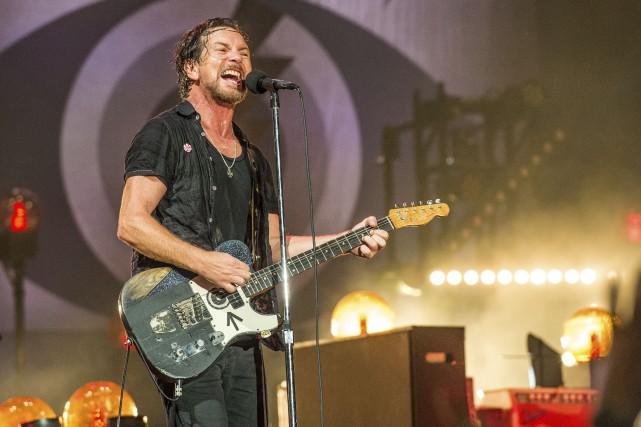 Le chanteur Eddie Vedder et les membres de... (AP, Amy Harris)