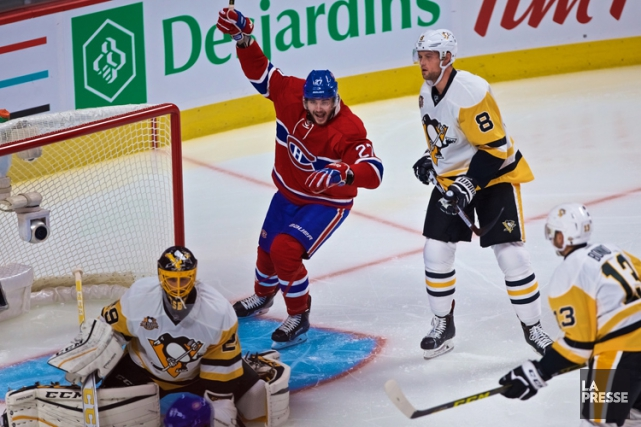 Alex Galchenyuk célè‹bre le but de Max Pacioretty... (PHOTO ANDRÉ PICHETTE, LA PRESSE)
