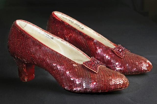 Les chaussures sont exposées de manière quasi-ininterrompue au... (PHOTO AP)
