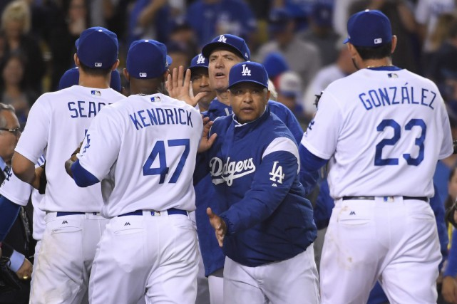 Les lanceurs des Dodgers n'ont accordé aucun point... (Mark J. Terrill, Associated Press)