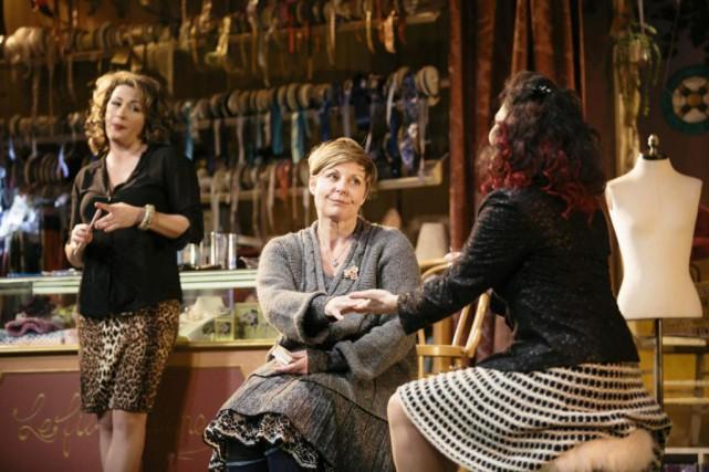 Anick Lemay, Marie-Chantal Perron et Tammy Verge dansLa... (Photo fournie par le Théâtre du Rideau Vert)