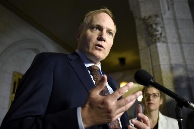 Le député néo-démocrate, Peter Julian.... (Justin Tang, Presse canadienne)