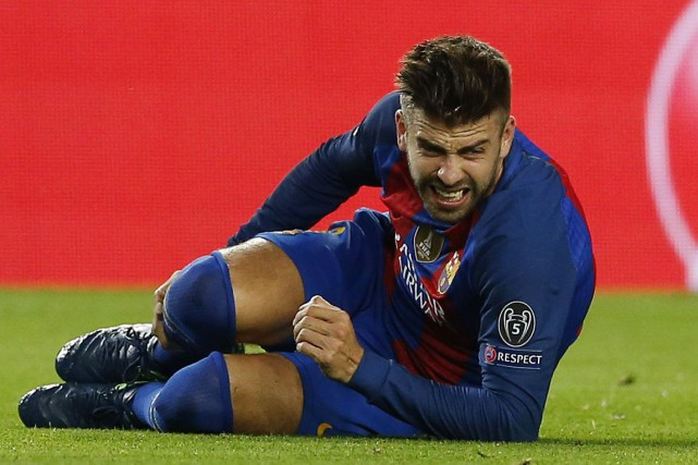 Le défenseur du FC Barcelone Gerard Pique ratera environ... (Photo Albert Gea, REUTERS)