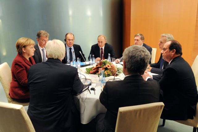 Le président Vladimir Poutine (au centre) s'est entretenu,... (photo Mikhail Klimentyev, AP)