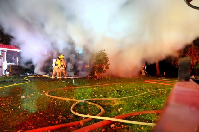 Un incendie a complètement détruit une résidence située à l'angle du rang de la... (Photo collaboration spéciale Éric Beaupré)