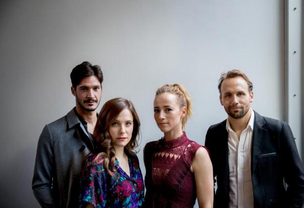 Éric Bruneau, Caroline Dhavernas, Karine Vanasse et Émile... (PHOTO MARCO CAMPANOZZI, LA PRESSE)
