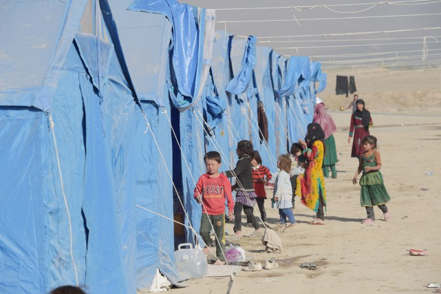 Des enfants afghans qui ont été déplacés par... (photo SHAH MARAI, archives AFP)