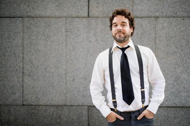 L'auteur-compositeur-interprète et comédienPierre-Luc Brillant nous présente les livres... (PHOTO ALAIN ROBERGE, LA PRESSE)