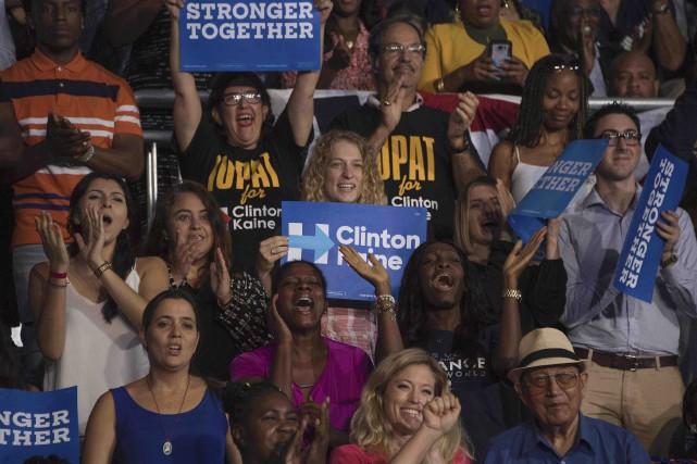 Des supporteurs du Parti démocrate écoutant un discours... (AFP, Jim Watson)