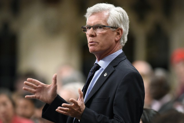 Le ministre des Ressources naturelles, Jim Carr... (Archives, La Presse canadienne)