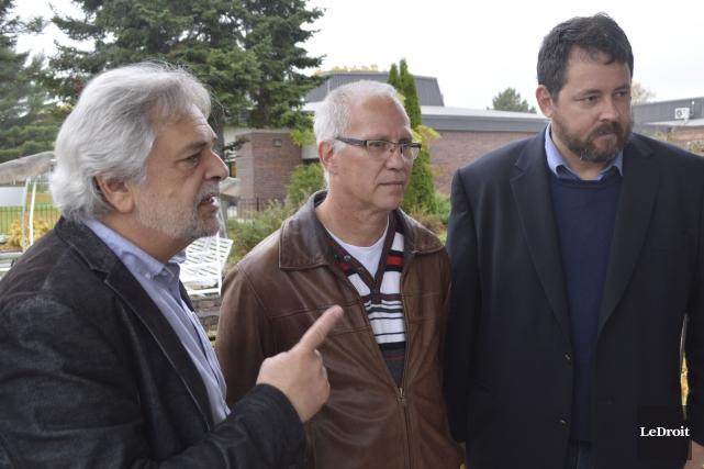 Trois représentants syndicaux, Michel Qijida, Paul Carrière et... (Benoit Sabourin, LeDroit)