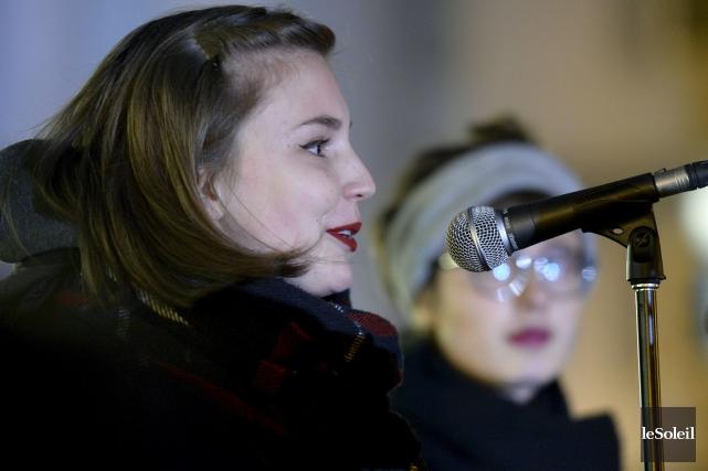 Rosalie Genest accompagnait au micro son amie Alice... (Le Soleil, Jean-Marie Villeneuve)