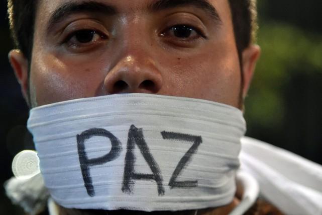 Le président Juan Manuel Santos avait signé le... (PHOTO GUILLERMO LEGARIA, AFP)