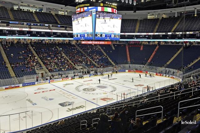 Le tournoi de hockey pee-ween'est absolument pas en... (Photothèque Le Soleil, Patrice Laroche)