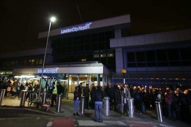 L'aéroport a rouvert trois heures après l'incident, qui... (Photo AFP)