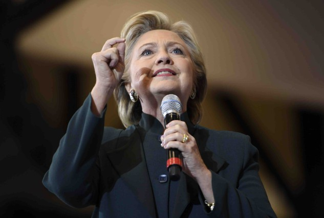 Lors de son passage à Cleveland, vendredi, Hillary... (AFP, Robyn Beck)