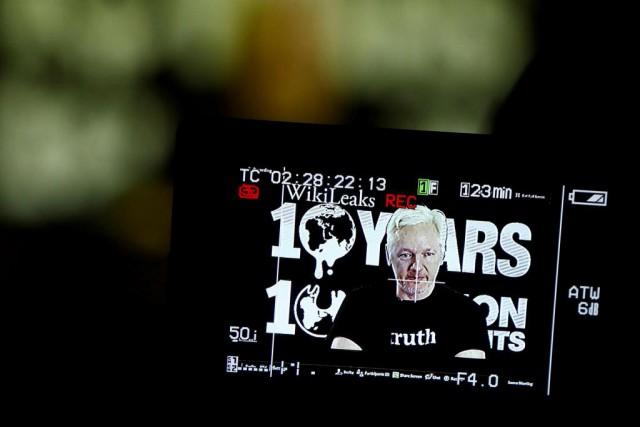 Le fondateur de WikiLeaks Julian Assange prononce une... (PHOTOAXEL SCHMIDT, ARCHIVES REUTERS)