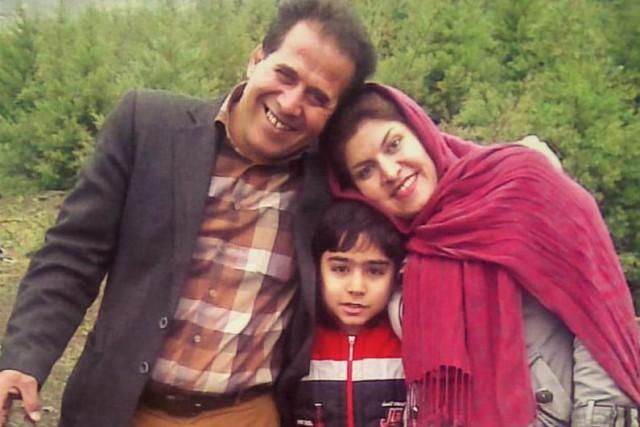 Peiman et ses parents adoptifs, Reza Bahrami et... (Photo fournie par la famille)
